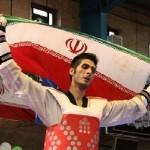 دور افتخار ایرانیها با پرچم آذربایجان+عکس