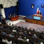 دو دو؛ به سبک دولت!/ لگد زدن به خبرنگار منتقد در حضور روحانی