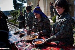 Young YPJ and YPG share a meal after a day of drills in Saemalka, Al Hasakah, Syria on Dec. 24, 2014.