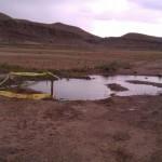 ترکیدگی لوله آب شرب در زمین های اطراف جاده قدیم اهر+تصاویر