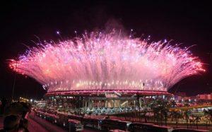 ۱۰۴۹۲۸۸۵۷_TOPSHOT_-_Fireworks_explode_over_the_Maracana_stadium_during_the_opening_ceremony_of_the_R-large_trans++JI8IQ9zNFHlX4m6wWDBpeREJz6eX8s5nzOsul7C5ck8