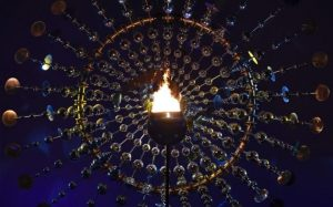 ۱۰۴۹۲۸۹۷۳_TOPSHOT_-_A_photo_shows_a_view_of_the_Olympic_flame_burning_in_the_Maracana_Olympic_st-large_trans++qVzuuqpFlyLIwiB6NTmJwfSVWeZ_vEN7c6bHu2jJnT8
